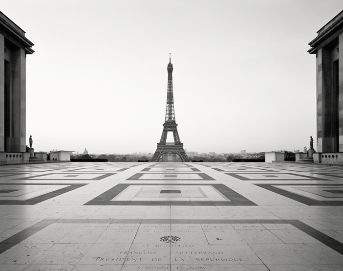 Covid-19, Eiffel Tower, Paris, France - Tirage Noir et Blanc
